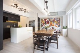 2 Bedroom Condo for sale in Sheung Wan, Hong Kong